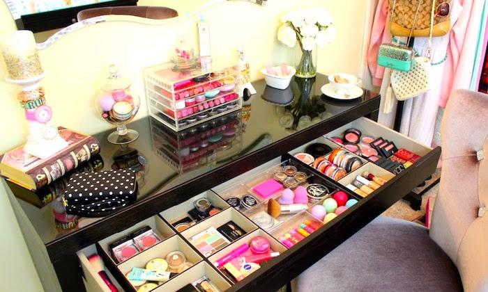 6-Ideas-para-organizar-el-maquillaje-en-tocador