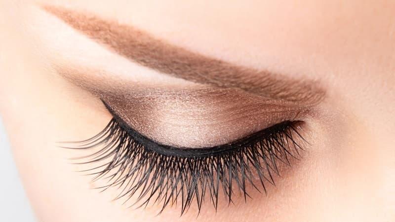 que maquillaje usar para los ojos marrones