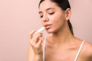 cuidar y reparar los labios secos y agrietados