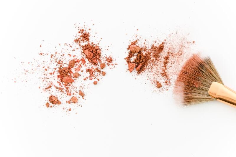 cómo aplicar el blush o colorente