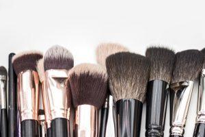 como limpiar y lavar las brochas de maquillaje