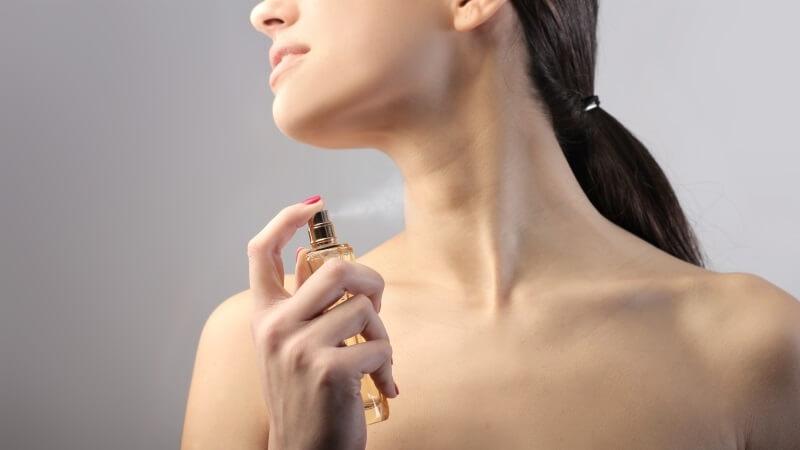 perfumarse después de ducharse